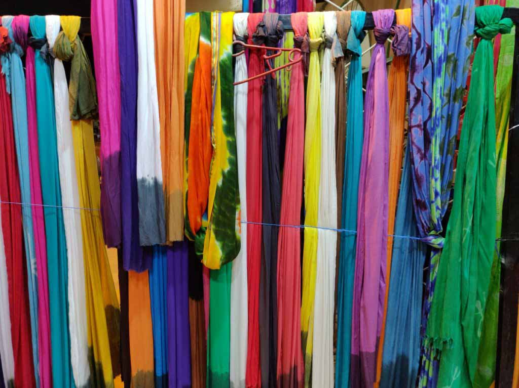 turbans, colourful, shopping in Merzouga